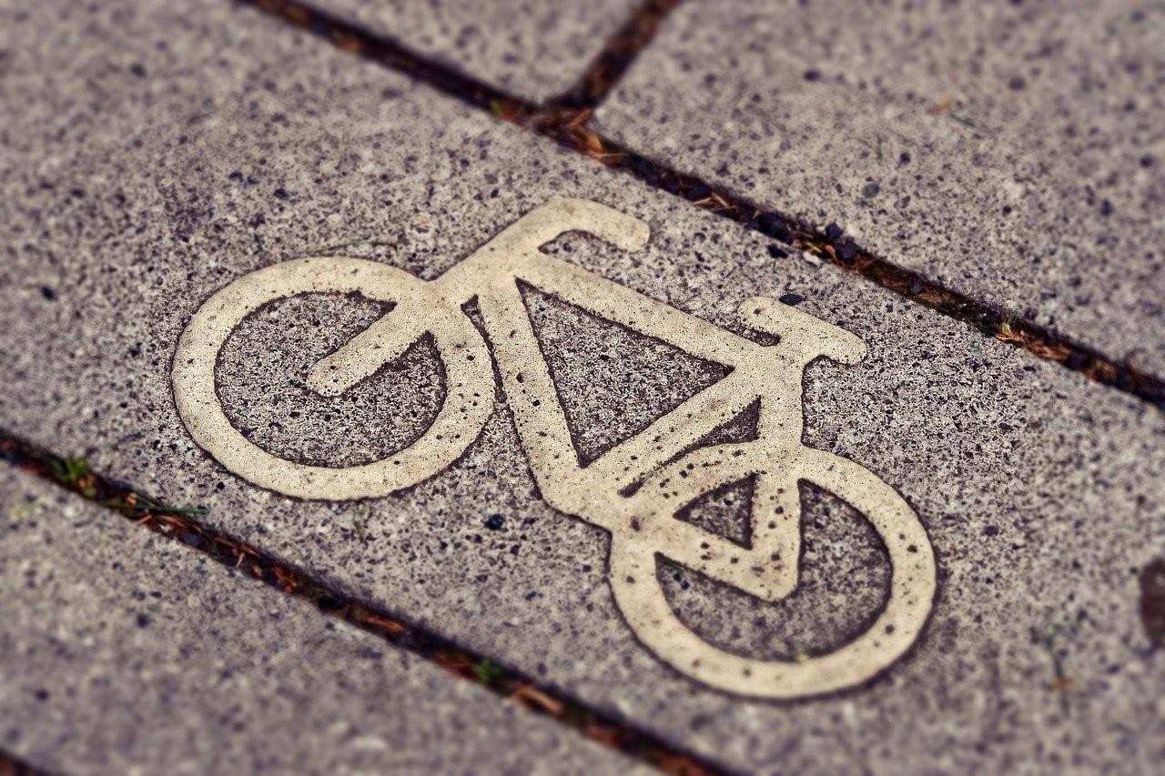 Noa Khamallah présente les avantages du vélo électrique pour l'environnement